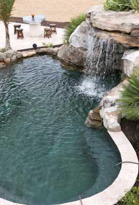 Piscinas incre bles series oasis en la monta a e02 for Construccion de piscinas en paraguay